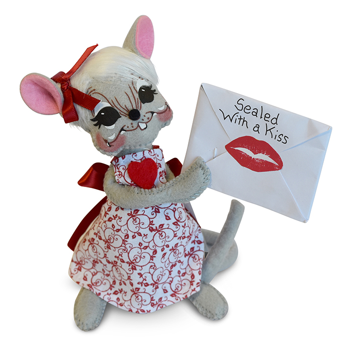 100618 6in Sealed with a Kiss Mouse