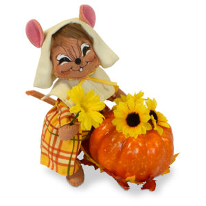 6 inch pilgrim girl mouse