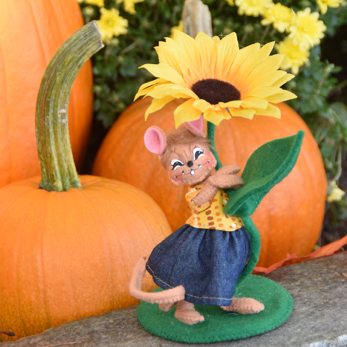 5in Sunflower Girl Mouse