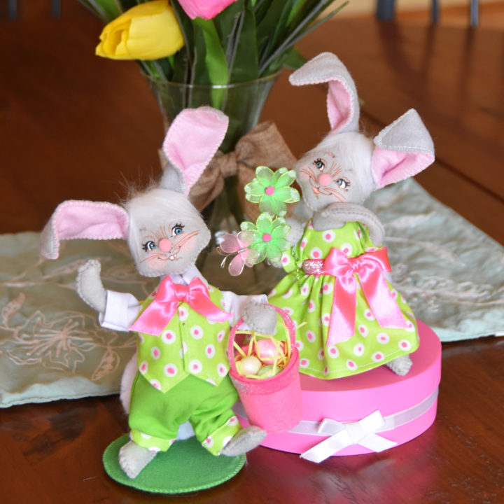 2021 6in Easter Bunny Pair - WEB